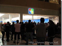 Microsoft Store (Fashion Square Mall): Waiting Outside